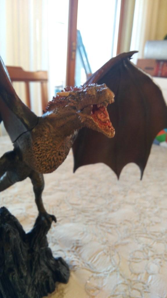Drogon Action Figure, dettaglio post unboxing