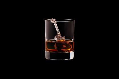 Suntory Whisky CNC figuras hielo guitarra