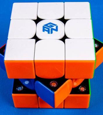 De magneten van de Gan cube