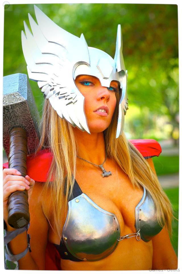 Vamers-Geekosphere-Thorsday-Toni-Darling-Gender-Bends-Thorsday-Toni-Darling-as-Thor-02 Cosplay - Lady Thor #25