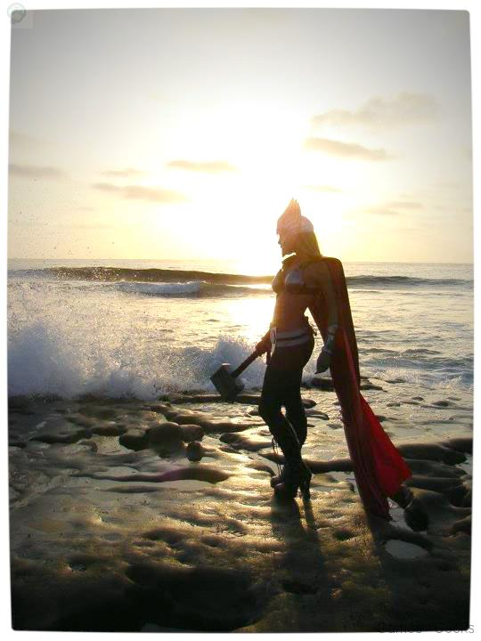 Vamers-Geekosphere-Thorsday-Toni-Darling-Gender-Bends-Thorsday-Toni-Darling-as-Thor-11 Cosplay - Lady Thor #25