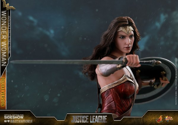 dc-comics-justice-league-wonder-woman-deluxe-sixth-scale-hot-toys-903121-17 Figurine - Wonder Woman Deluxe Version Sixth-Scale Figure