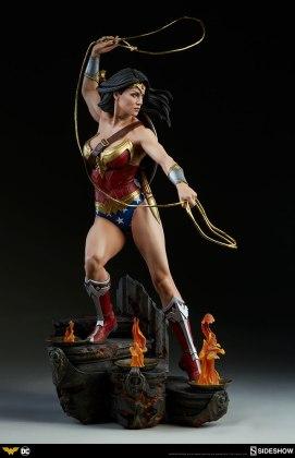 dc-comics-wonder-woman-premium-format-figure-sideshow-300664-10 Figurine - DC Comics Wonder Woman Premium Format