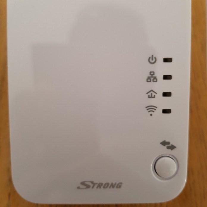 wp-1529218276415.-696x696 Présentation du kit CPL Wifi 500 de Strong