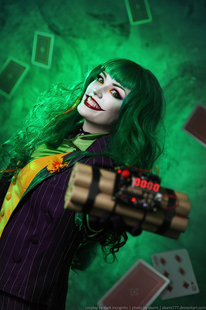 Female-Joker-cosplay-10-by-HydraEvil_499030512 Cosplay - The Joker - DC Comics #171