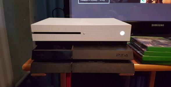 Der Größenvergleich zur PlayStation 4