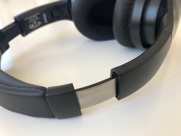 Die Größe der Kopfhörer lässt sich feinstufig anpassen