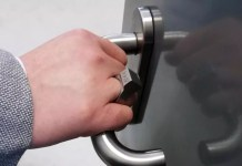 Questo anello intelligente ha un chip RFID incorporato e potrebbe essere la tua nuova chiave e il tuo portafoglio