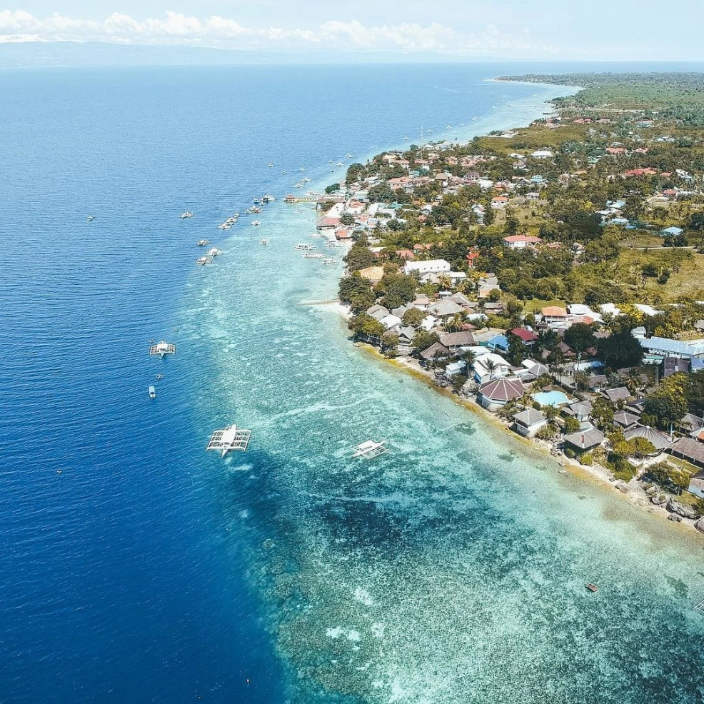 best beach in Moalboal, Panagsama beach, Moalboal, things to do in moalboal, what to do in moalboal at night, moalboal cebu itinerary, moalboal philippines, where to stay in moalboal,moalboal tourism,basdaku moalboal,things to see in moalboal cebu, pescadores island, Lambug Beach