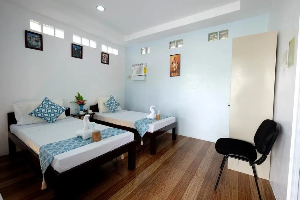 luxury resorts in moalboal, cheap hotels in moalboal, where to sleep in moalboal