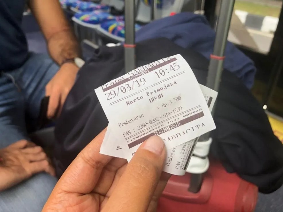 How to get to Ubud by bus from Ngurah Rai International Airport