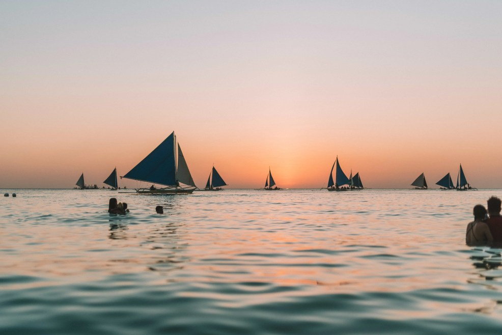 How to get to Boracay Island, Things to do in Boracay Island, Boracay island travel guide, budget travel in boracay island, Boracay Island, sunset in Boracay, paraw sailing at sunset time in Boracay island