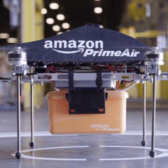 Un drone Amazon in un centro di smistamento