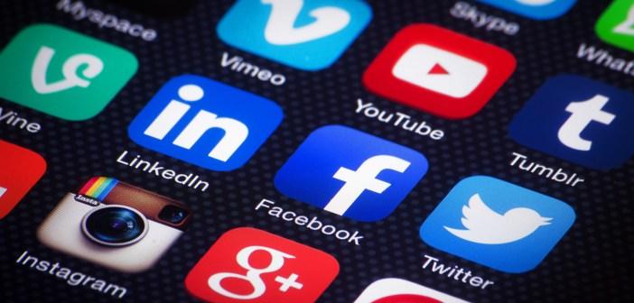 Schermato smartphone con icone social