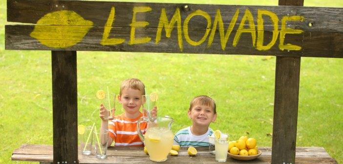 Ragazzi vendono limonata