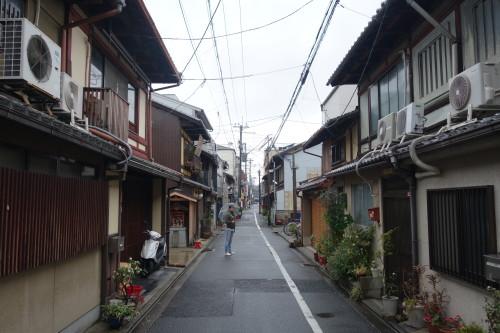 La rue de l'hotel de Kyoto... tres bien situe...