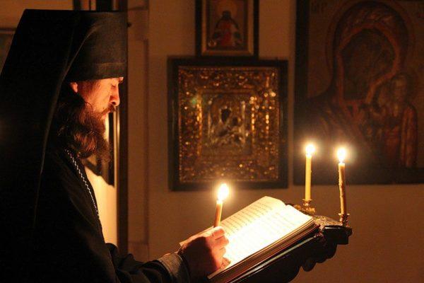 rugaciune-calugar-monah-biserica