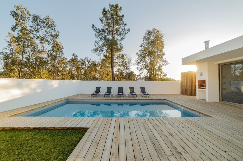 How To Choose the Right Material for Your Pool Deck