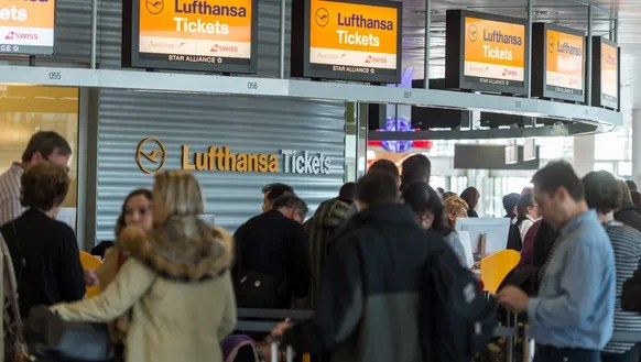 Passengers at a Lufthansa ticket counter  in Munich