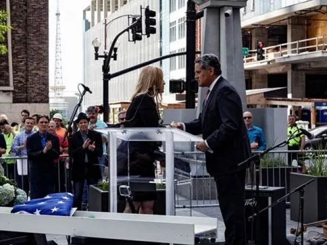 Nashville Mayor Megan Barry and 505 developer Tony Giarratana shake hands during the 'topping out' ceremony on May 18, 2017.