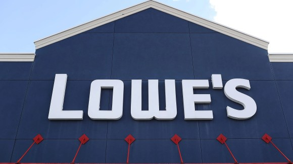 Lowe's sticks with tradition by discounting big appliances