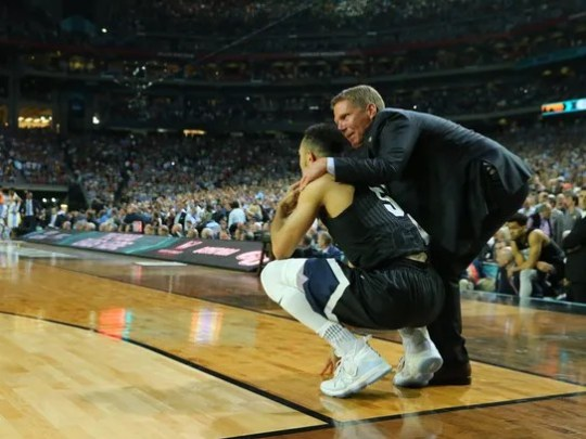 Gonzaga coach Mark Few consoles guard Nigel Williams-Goss