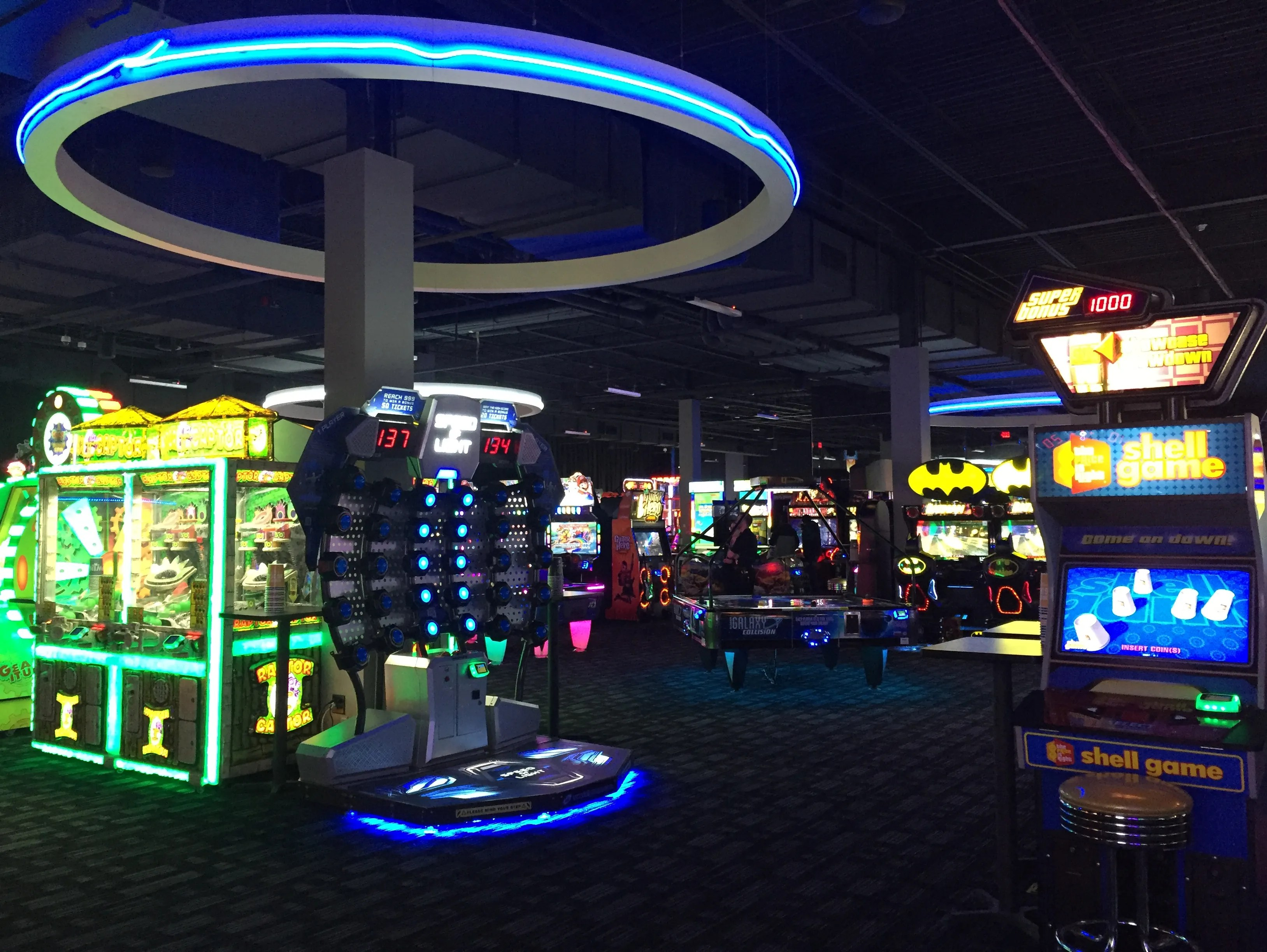 Dave Buster S Opens At Marketplace Mall