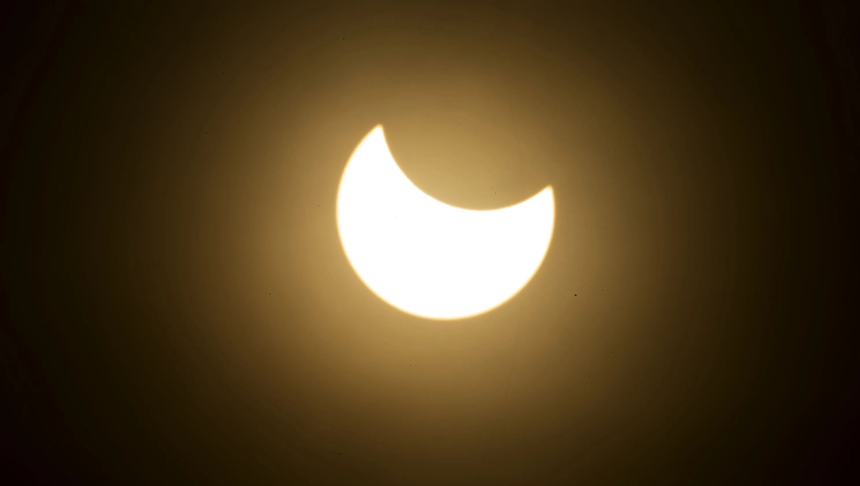 Some Arizona Schools Won T Let Students Watch Solar Eclipse Outside