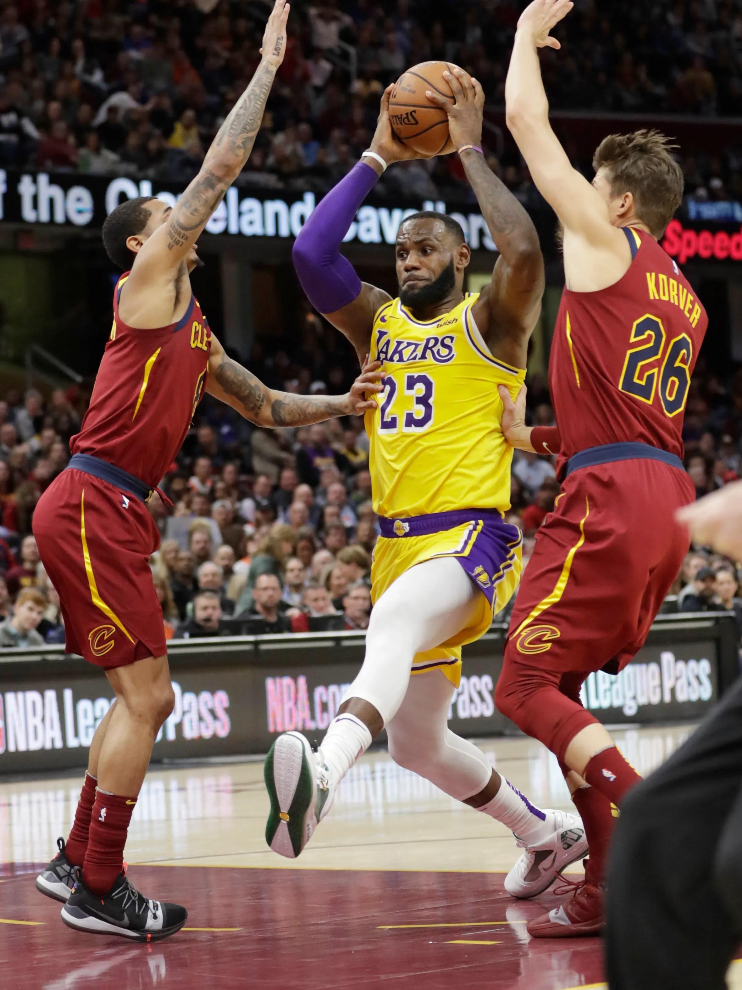 Cleveland Thanks Lebron Who Carries Lakers Past Cavs