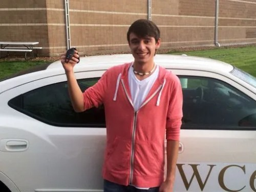 Winning bidder gives fallen deputy's son keys to car
