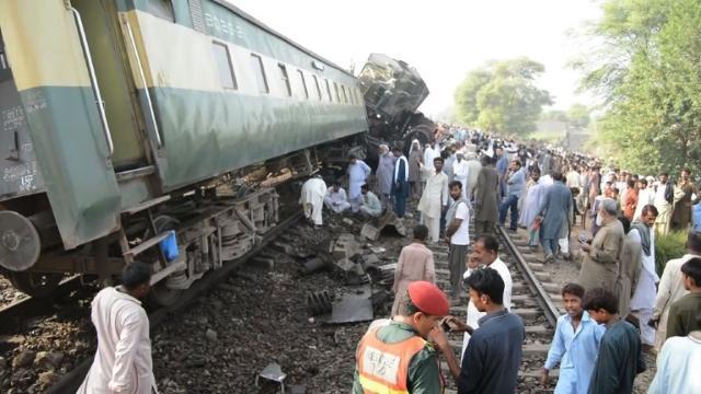 Pakistan Train Crash Kills Four Injures 100