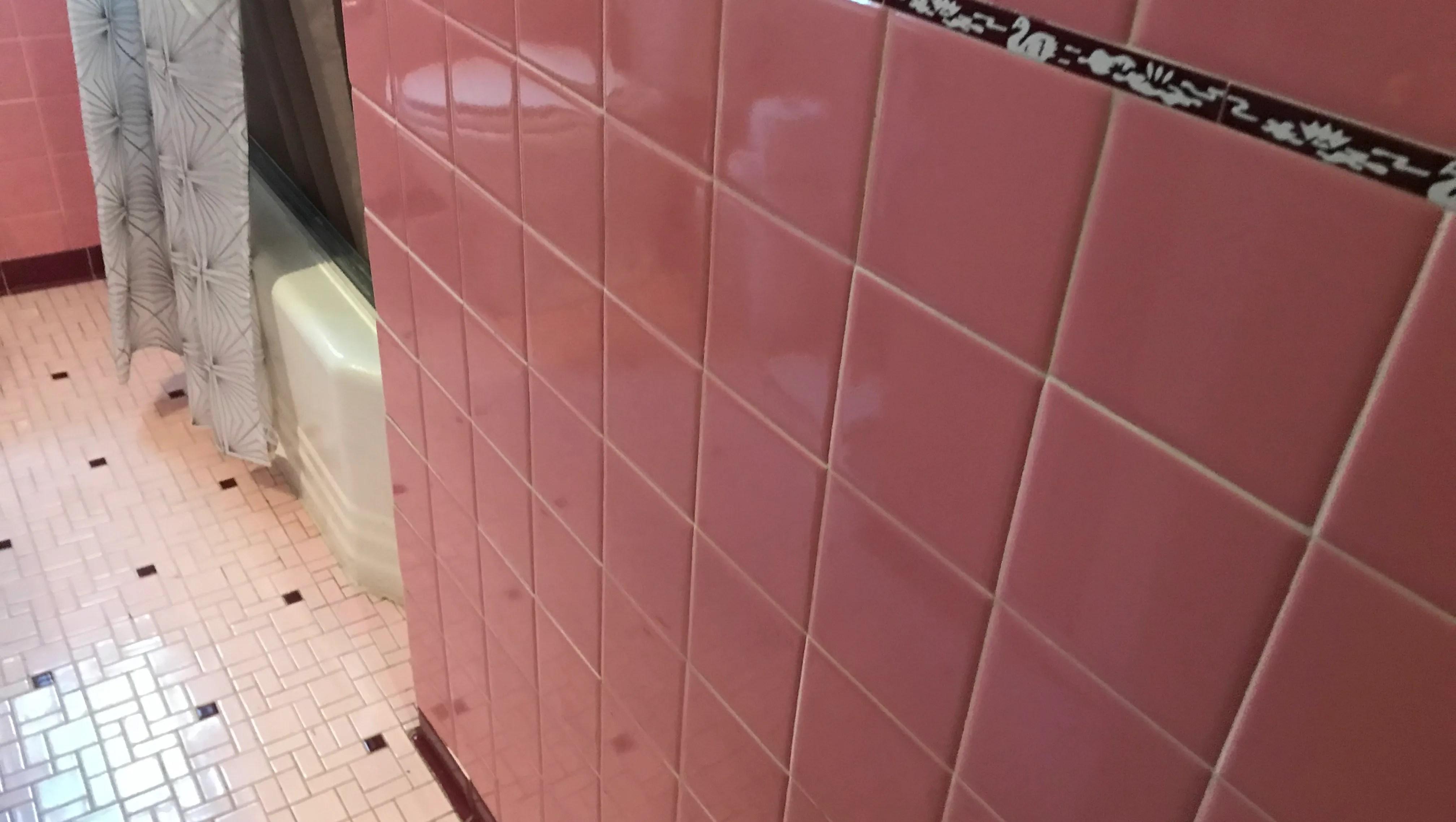 mid century 1950s pink bathroom