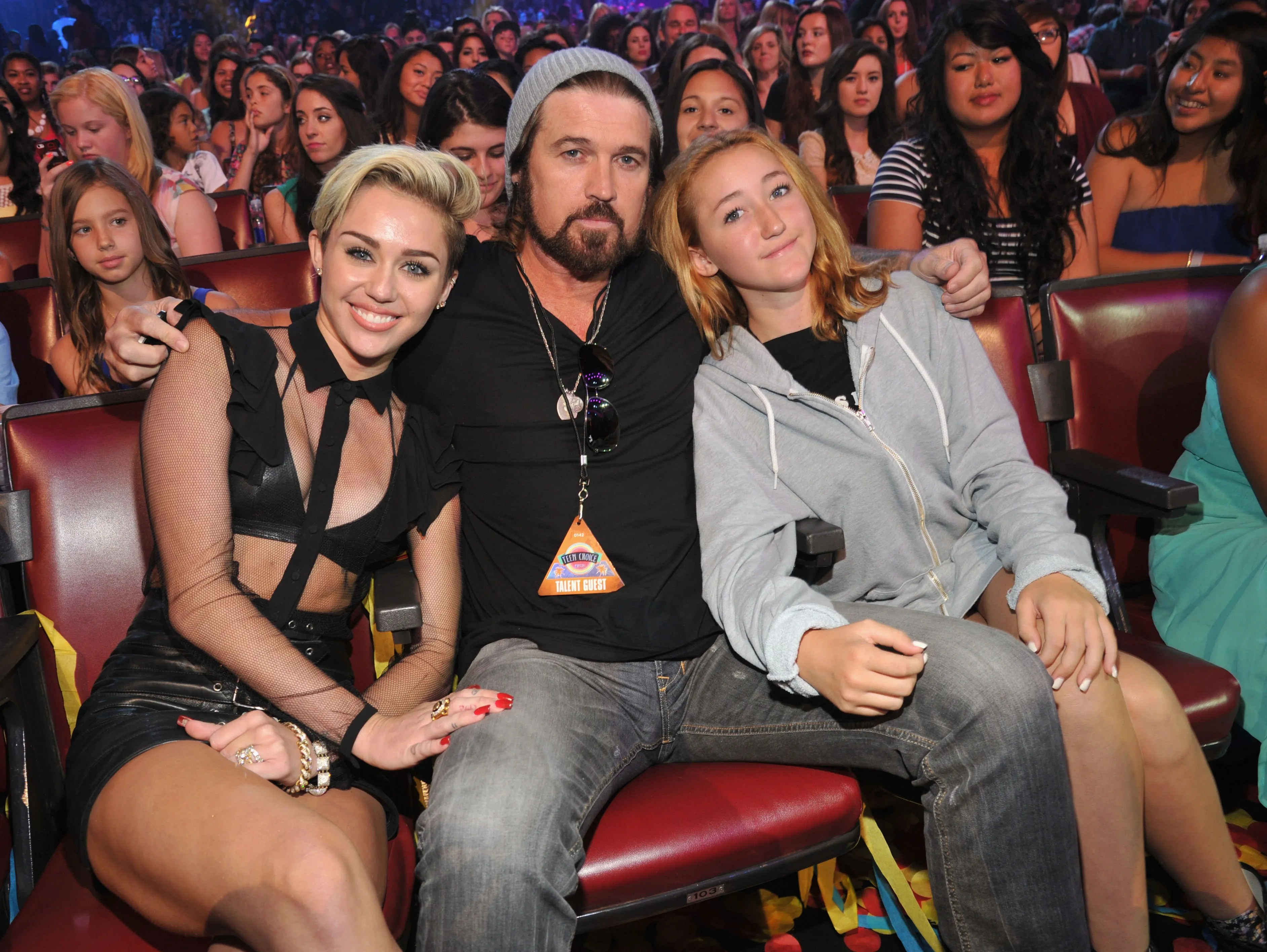 Tearful Lea Michele hits Teen Choice Awards