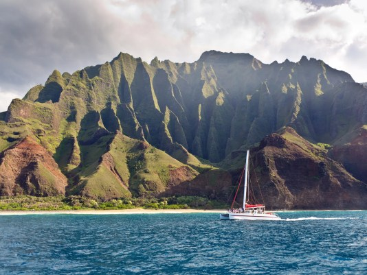 Boat tour on Scenic Landscape of Na Pali Coast of Kauai, Hawaii