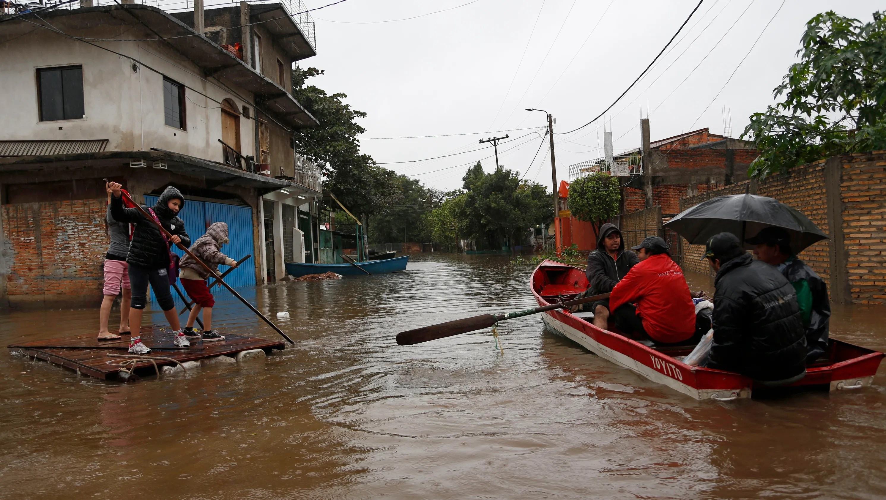 Floods Force Evacuation Of 200 000 In Paraguay