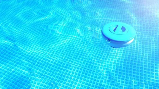 Reviewed.com RvEW 25043 clean pool