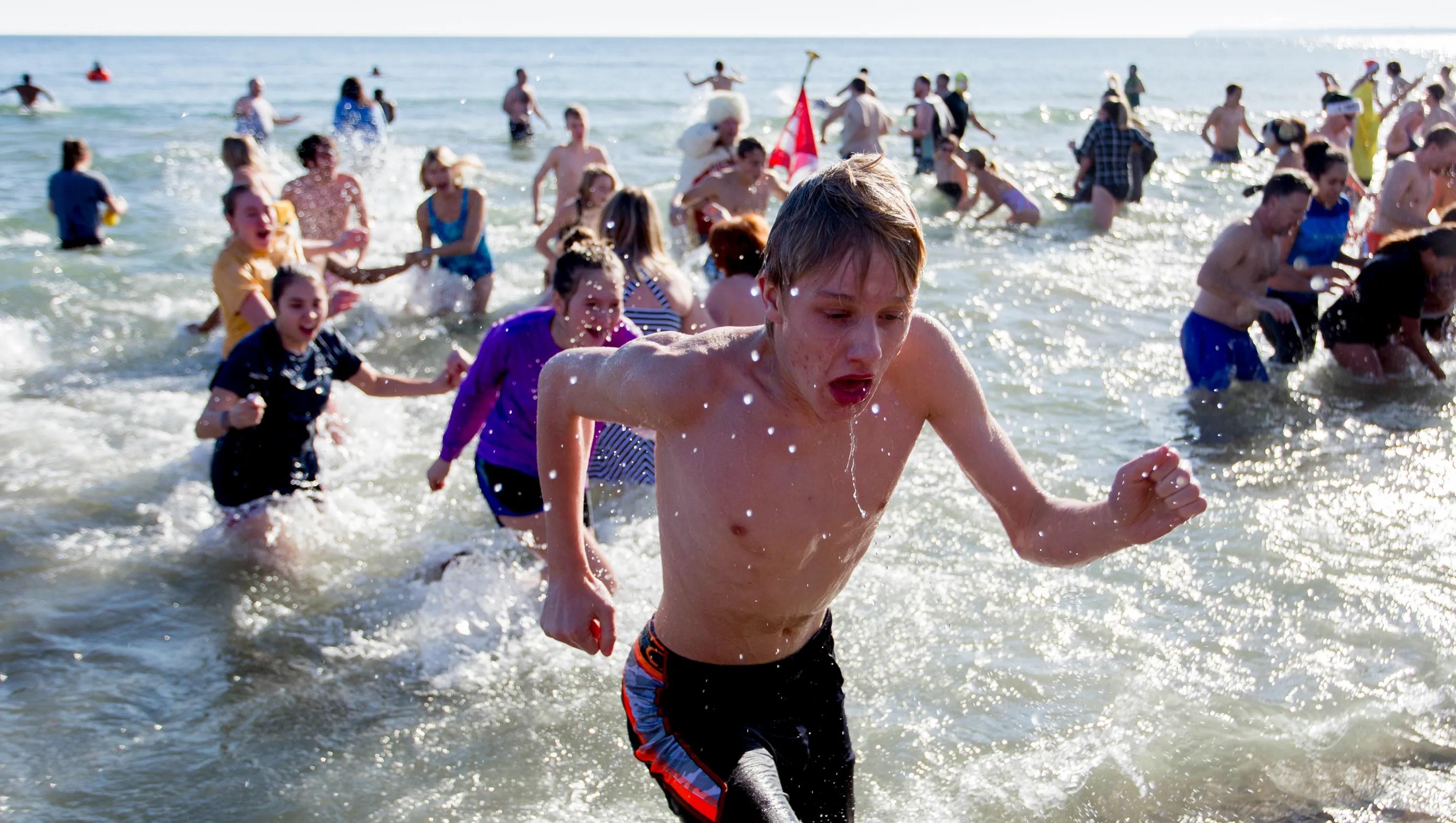 Thousands converge on Bradford Beach for 2017 Polar Bear Plunge