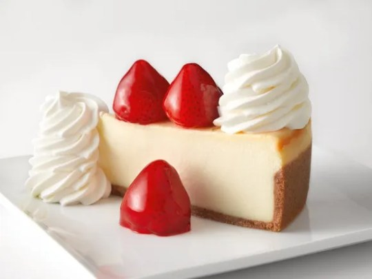 Die Cheesecake Factory feiert den National Cheesecake Day am 30. Juli.