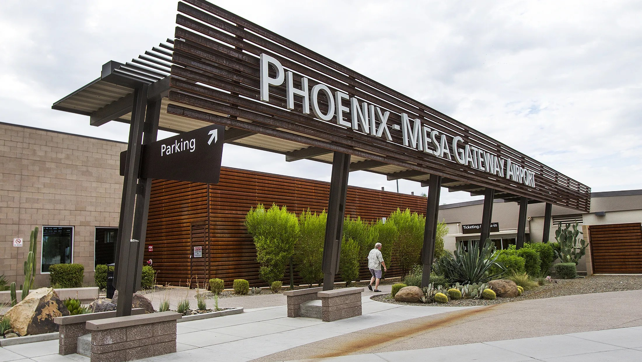 Canada flights coming to PhoenixMesa Gateway