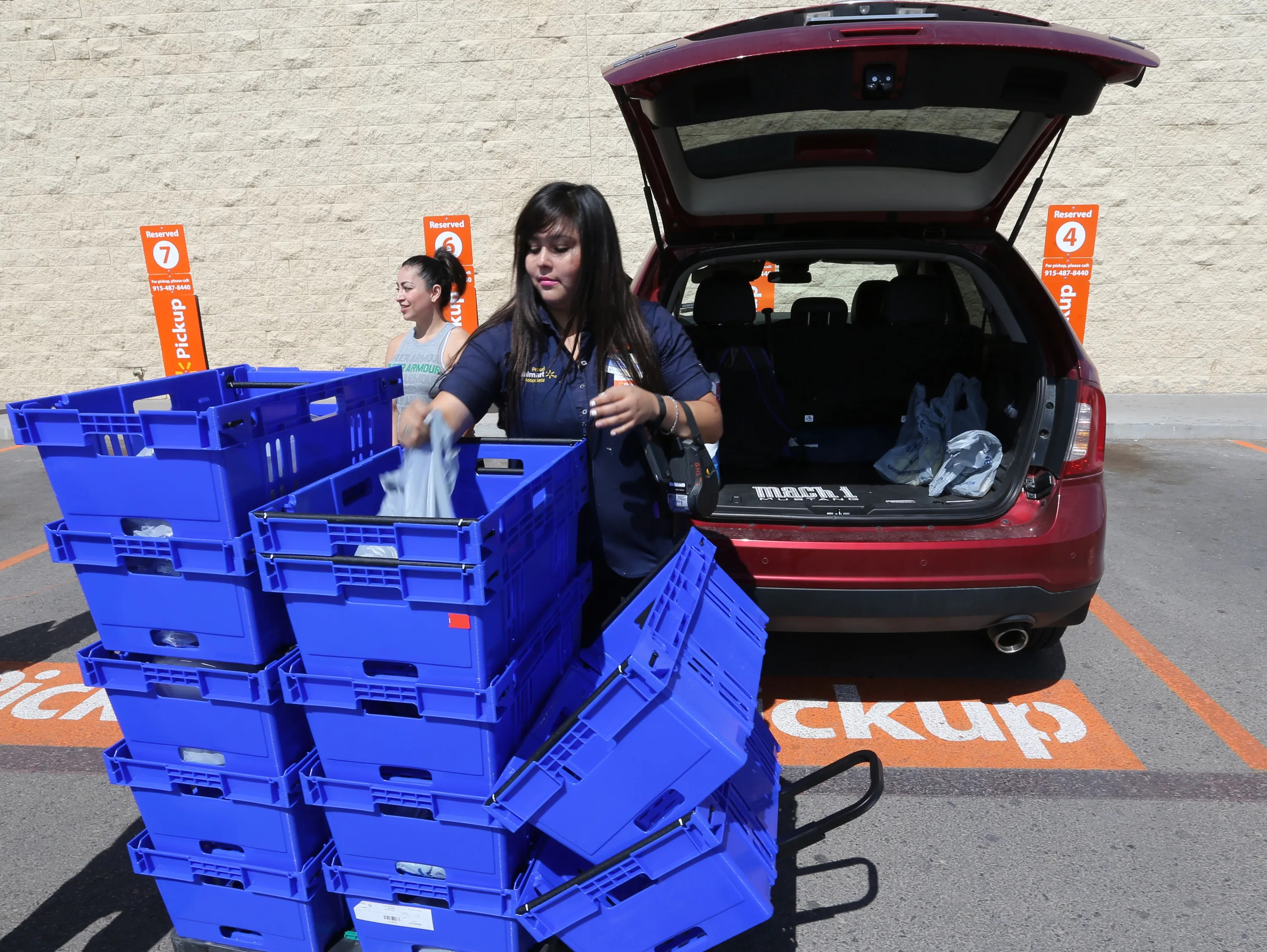 Wal Mart Offers New Grocery Pickup Service