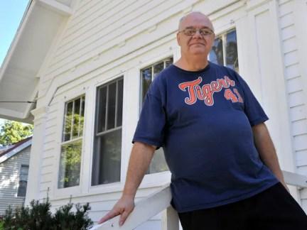 Hugging grocery clerk pleads guilty