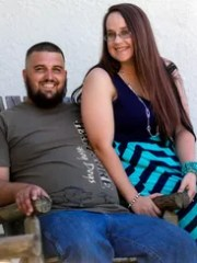 James Simpson and Kendra Spriggs will get married Oct.