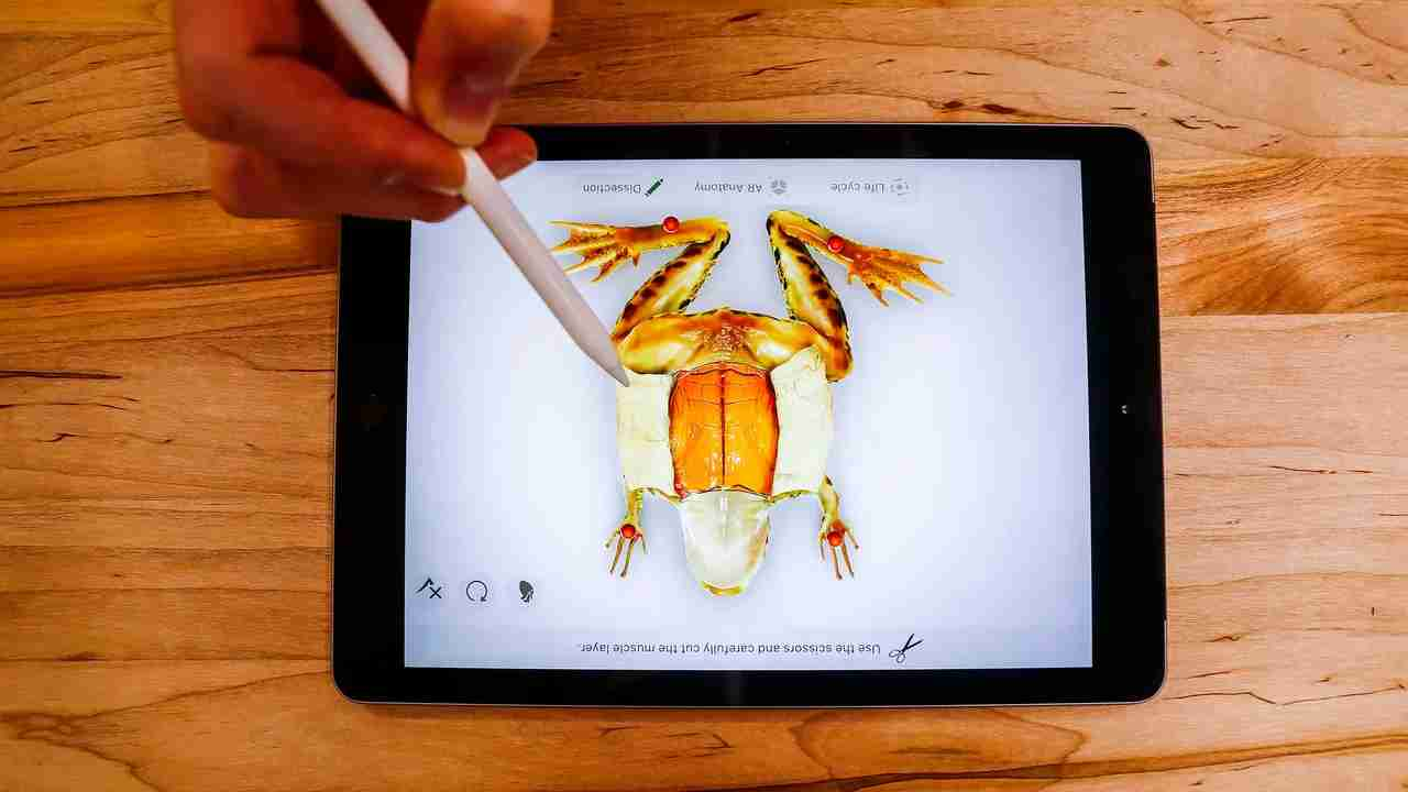 Apple unveils $299 iPad for students