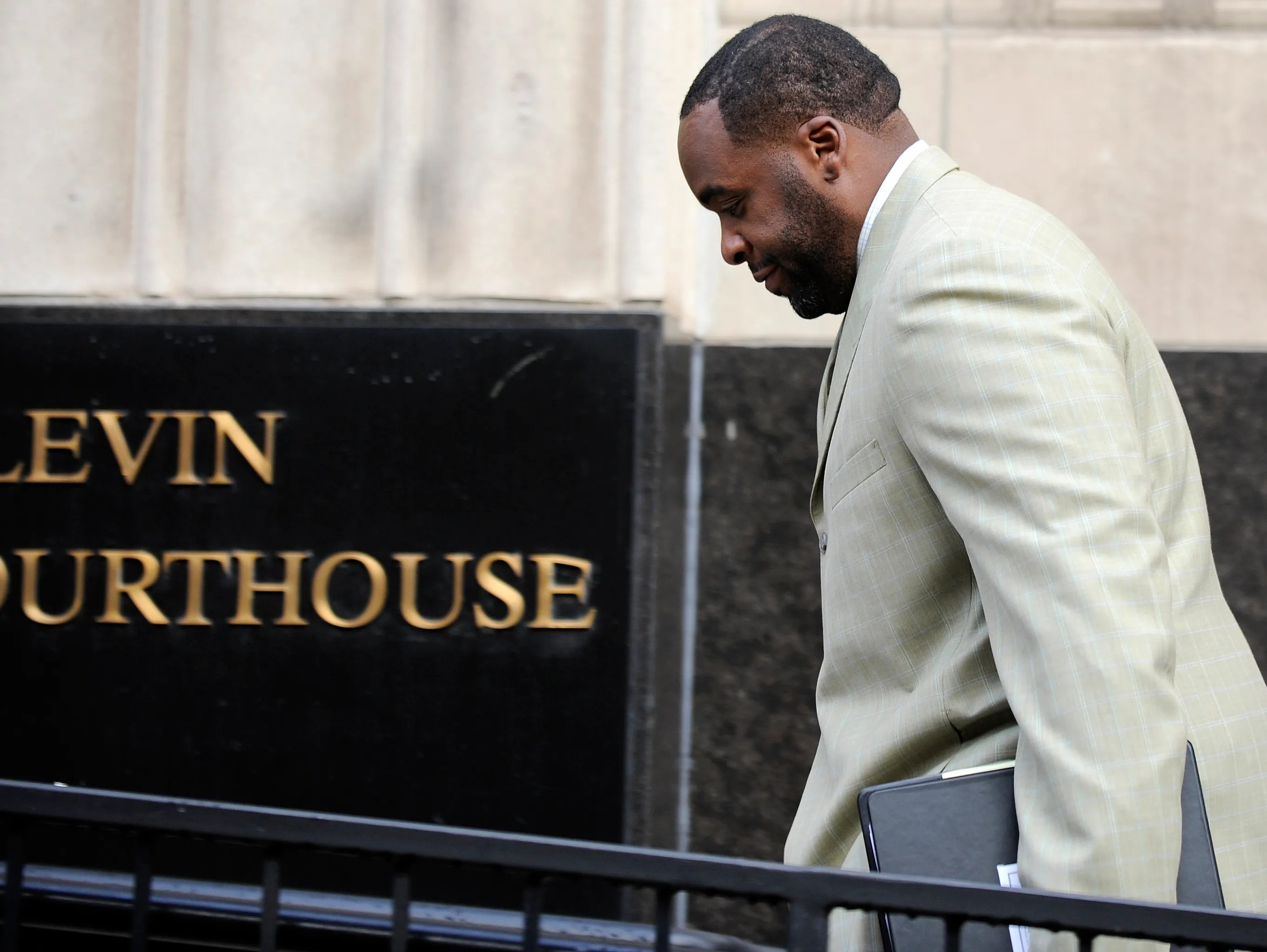 Ex Detroit Mayor Kwame Kilpatrick Gets New Prison Home In