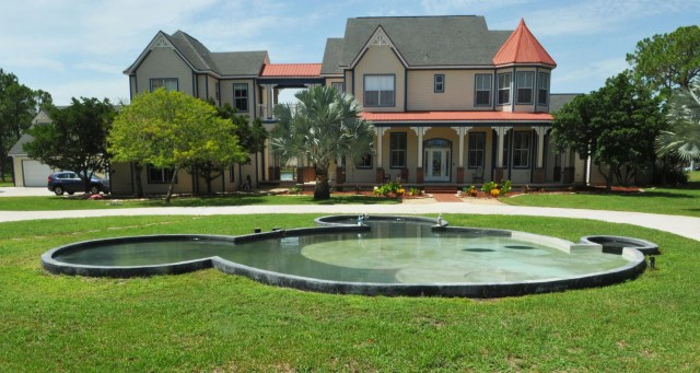 B9317948063Z.1_20150712132521_000_GHOB9DEQG.1-0 'Disney House' in Palm Bay with 2 Mickey Mouse pools is under contract