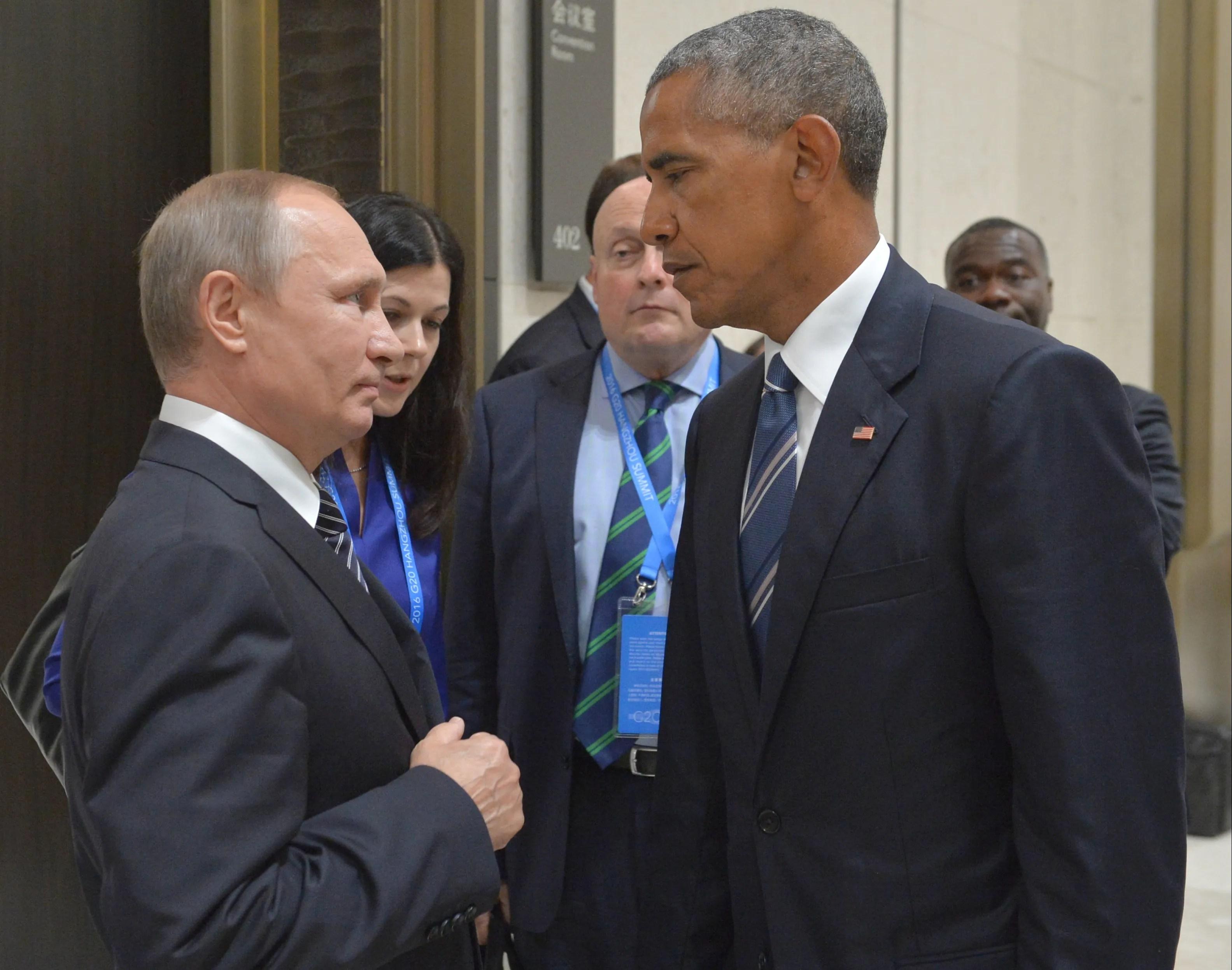 Russian President Vladimir Putin, left, speaks with US President Barack Obama in Hangzhou, east China's Zhejiang Province, September 5, 2016.