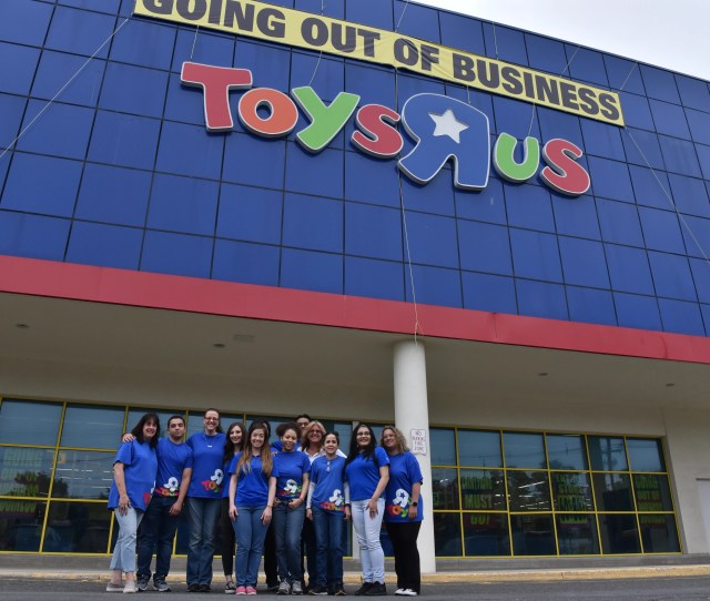 Thanks For The Memories People Shop At Toy R Us Store 6330 In Paramus One Last Saturday