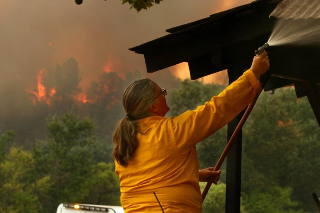 Raging wildfire threatens Redding, Shasta in Northern California, officials issue evacuation orders