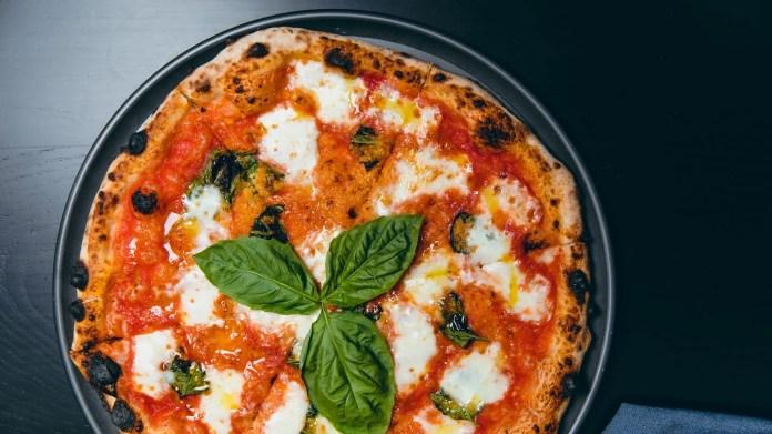 Pizzana Margherita pizza