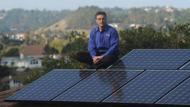 Elon Musk-backed SolarCity shines: IPO leaps 47%